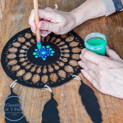 Basis workshop mandala dot painting | Workshop dromenvanger dotten | Creatief in 't Veld | Dromenvanger | Zuid-Holland | Schoonhoven | Utrecht | Rotterdam | Gouda | a/d IJssel | aan den IJssel | Dordrecht | Gorinchem | Den Bosch | 's-Hertogenbosch | me-time | rust in je hoofd | plezier | zussenuitje | vriendinnenuitje | afdelingsuitje